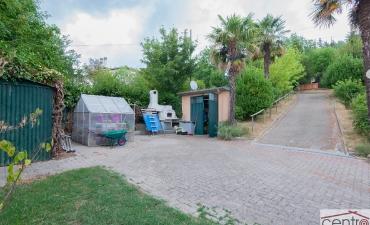 Porzione di casa bifamiliare con giardino